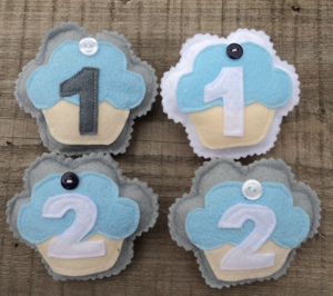 Birthday Badge blue cupcakes