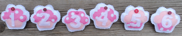 Birthday Badges - cupcakes pink